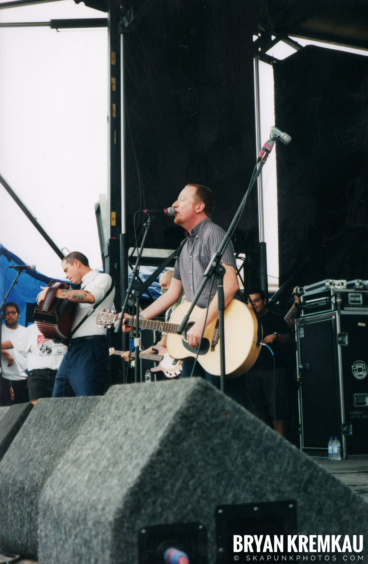 Flogging Molly @ Vans Warped Tour, Randall's Island, NYC - 8.4.01 (19)