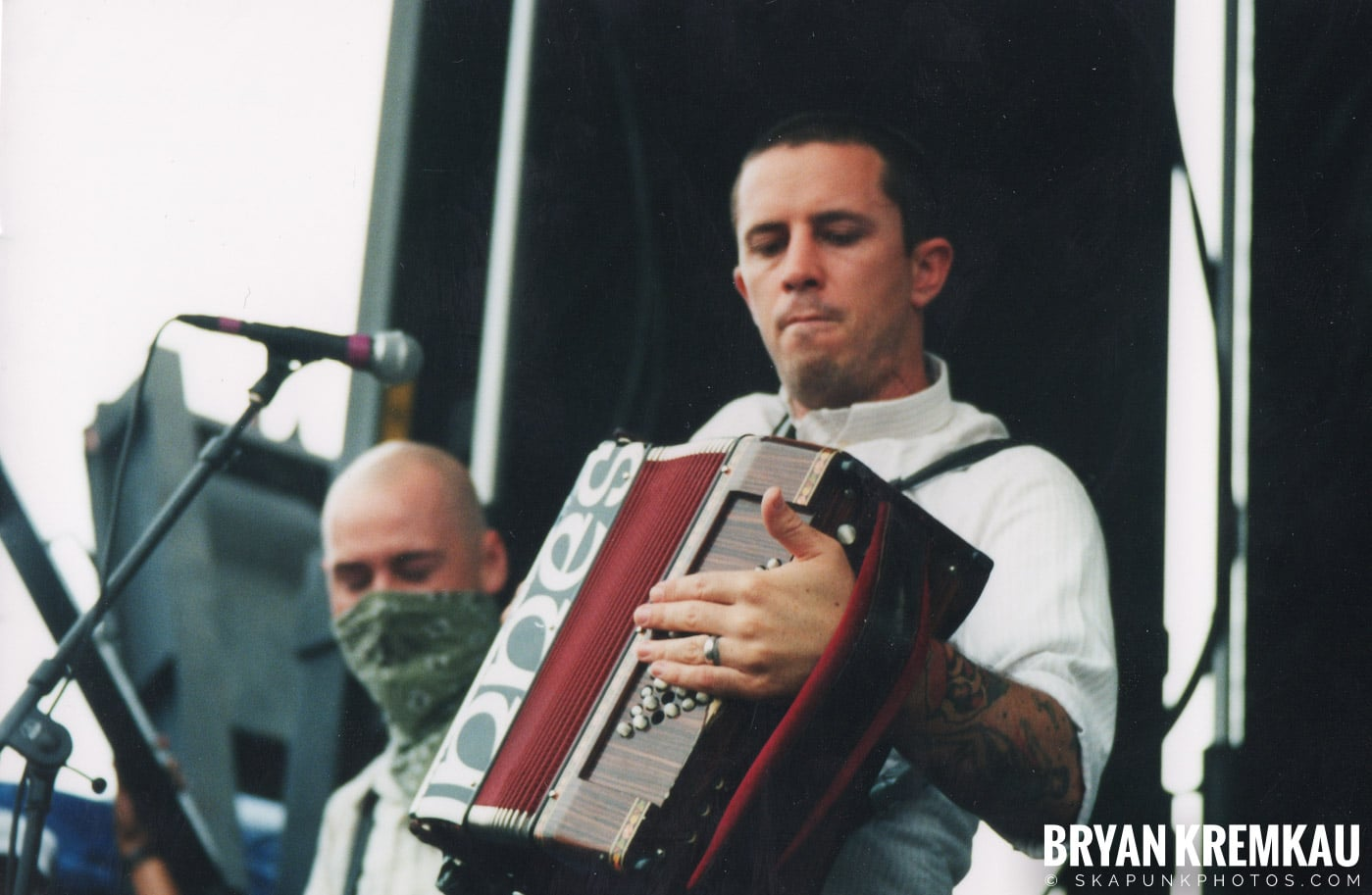 Flogging Molly @ Vans Warped Tour, Randall's Island, NYC - 8.4.01 (8)