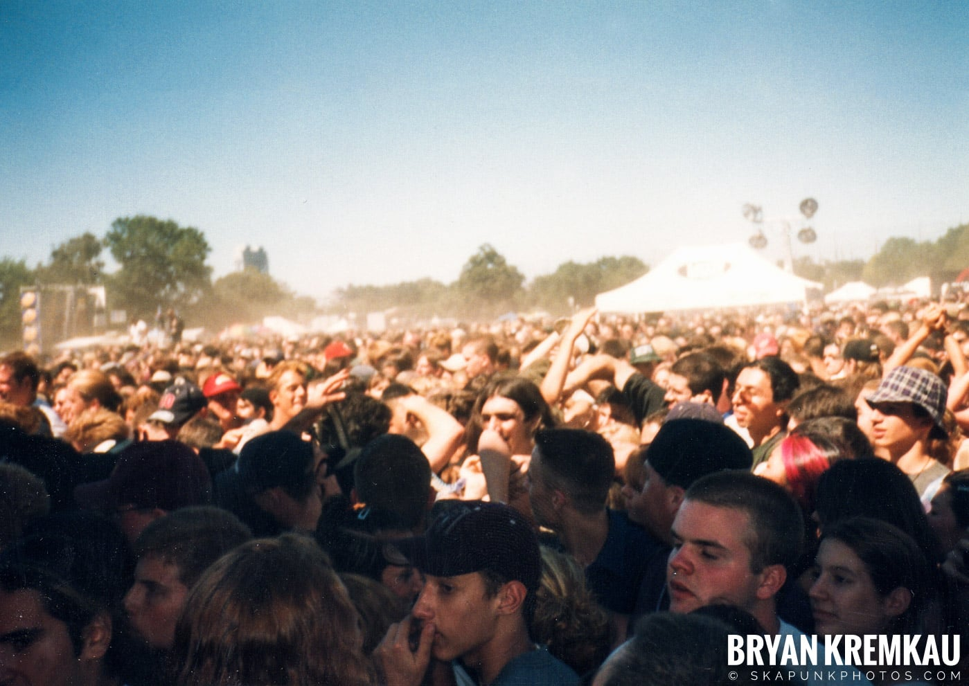 Crowd Shots @ Vans Warped Tour, Randall's Island, NYC - 8.1.98 (3)