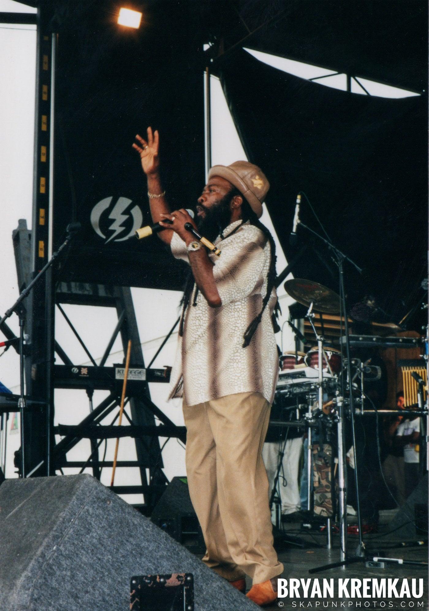 Morgan Heritage @ Vans Warped Tour, Randall's Island, NYC - 8.4.01 (10)