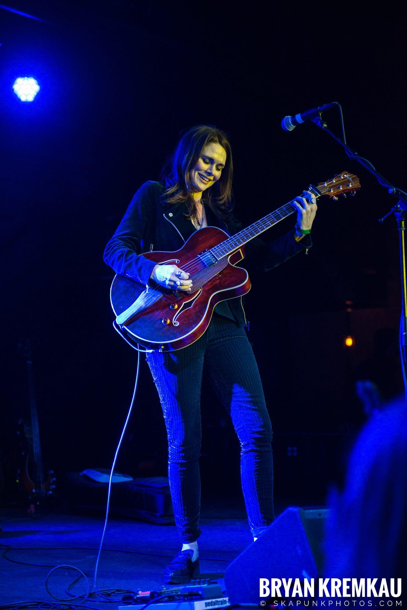Suzanne Santo @ Brooklyn Bowl, Brooklyn, NY - 12.10.17 (3)